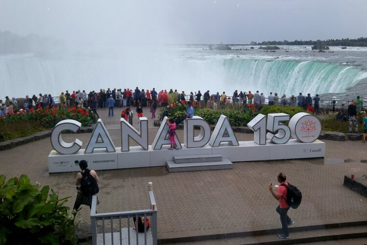 taxi from buffalo airport to Niagara falls canada hotels